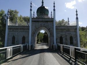 Dromena Gate side 1