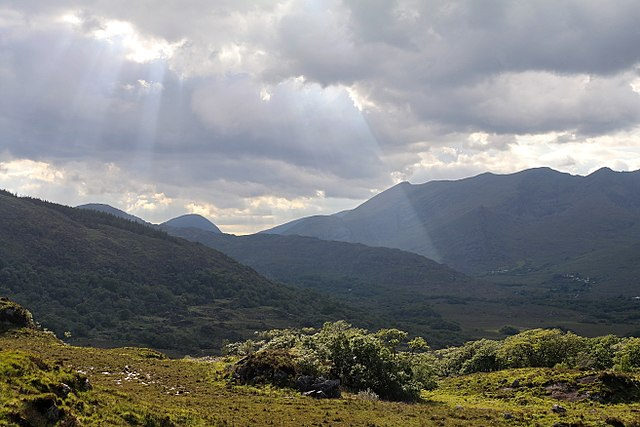 640px-MacGillycuddy's_Reeks,_Ring_of_Kerry_(506619)_(28239522935)